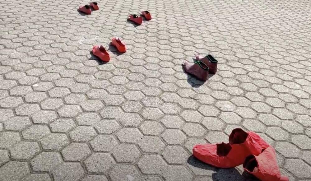 scarpe rosse sede staccata