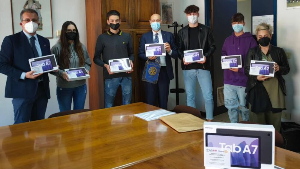 Consegna dei Tablet agli studenti